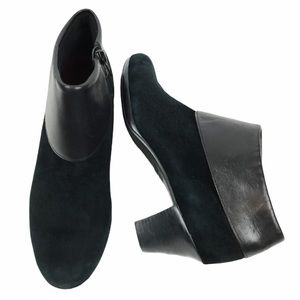 Munro Suede Low Cuffed Ankle Boots Black size 7.5